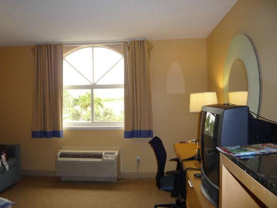 La Quinta Inn & Suites Sunrise Sawgrass Mills: Suficiente espacio y buena luz