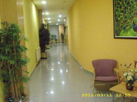 Hotel Achuri: Pasillo recepcion