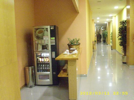 Hotel Achuri: Maquina vending