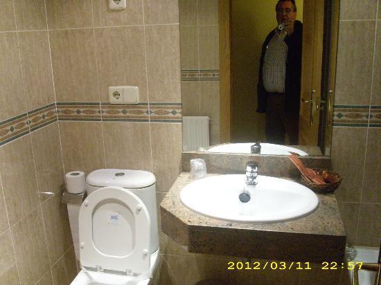 Hotel Achuri: baño