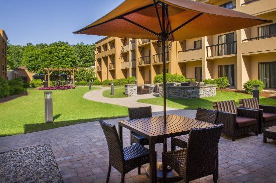 Courtyard by Marriott Andover: Outdoor Terrace