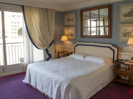โรงแรมลันการ์โน: Bedroom Area