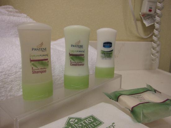 Country Inn & Suites By Carlson, Harrisburg Northeast (Hershey) : Small Pantene products