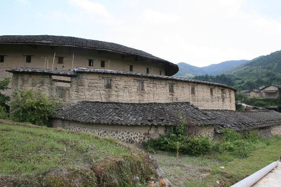 Nanxi Earth Buildings: from the outside