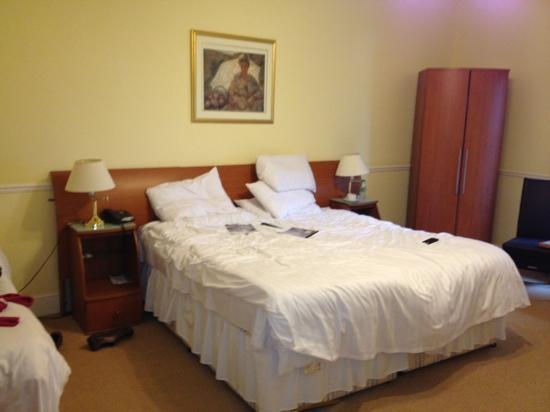 Elfordleigh Hotel : super king bed so comfy!!