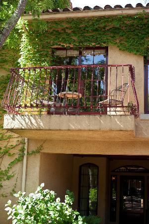 Vintners Inn: View of our balcony from the outside