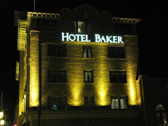 Hotel Baker: The view from the adjacent bridge over the Fox river