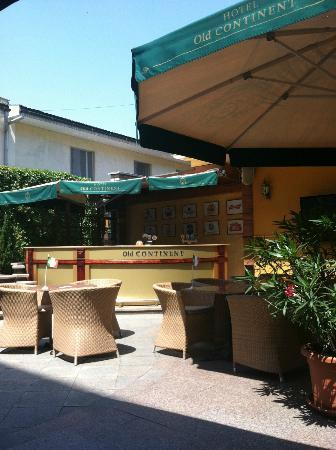 Old Continent Hotel: The outdoor patio for food and beverage