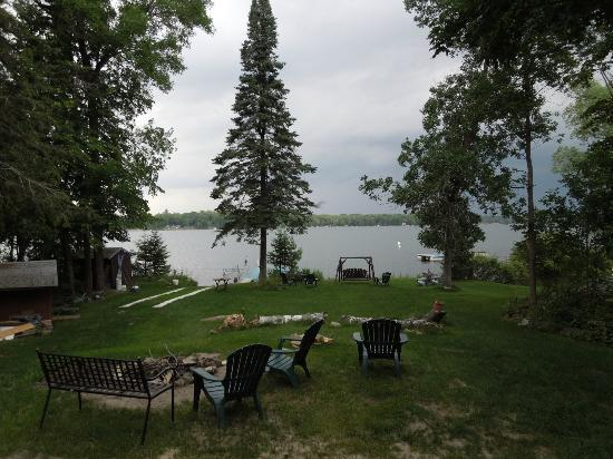 Minne Teepee Resort: Cabin yard and lake view