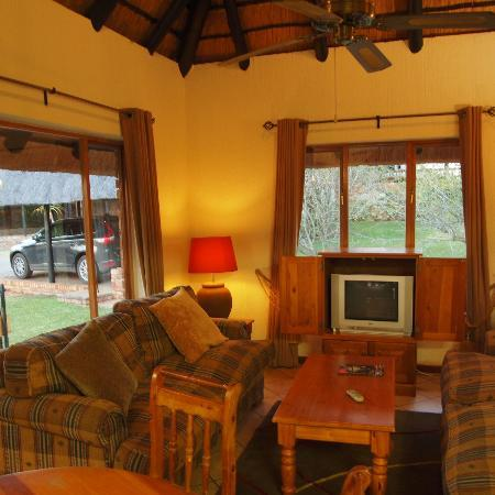 Kruger Park Lodge: Living room