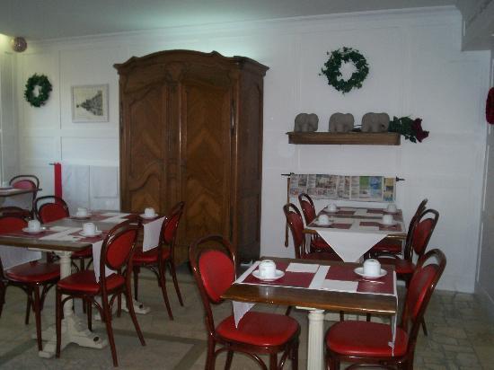 P'tit Dej-Hotel Martigues Le 5 : vue du petit salon du petit déjeuner