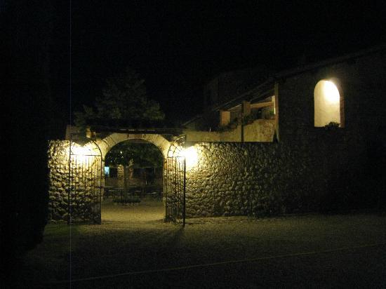 Borgo Gallinaio: Borgo by night