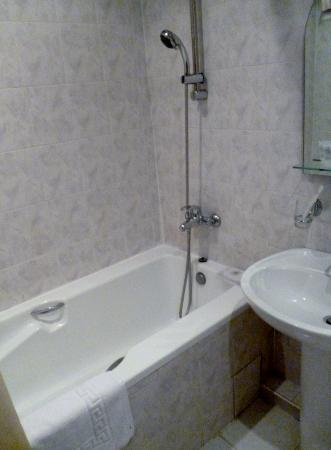 "Гостиница ""Авиатранс"": Room 213 - Bathroom"
