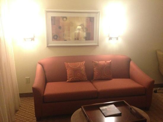 Hyatt House Herndon: Nice Separate Seating Area Near Kitchenette