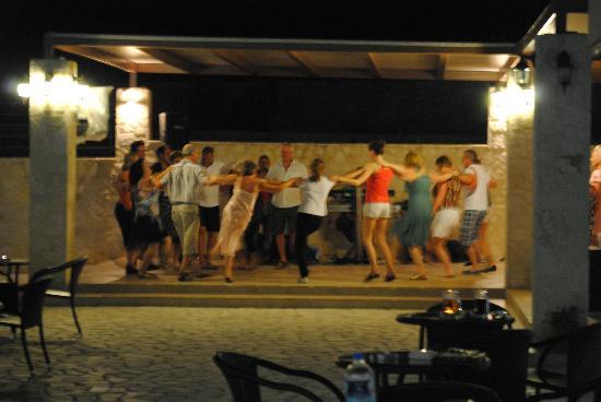 The Magnolia Resort : Dancing like the Greeks