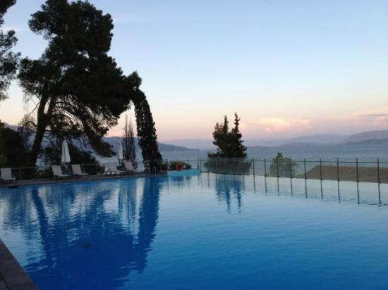 Kontokali, Greece: View of the infinity pool from the terrace
