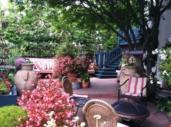 Monte Verde Inn : MV courtyard view ...