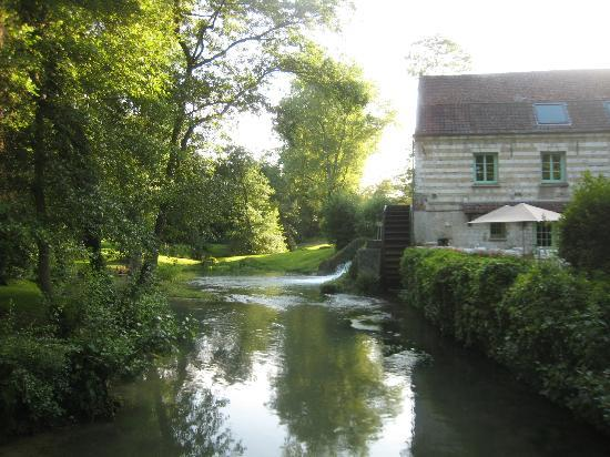 Le Moulin de Mombreux : View of the Mill - dining room