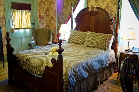 Fairholm National Historic Inn: The Ben Rogers room.