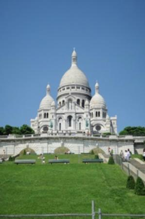 Aeon Tours : Lovely Sacre Coeur atop Montmartre