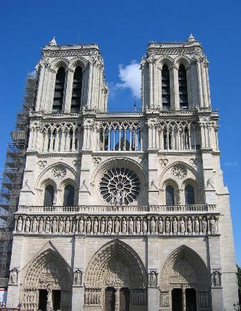 Aeon Tours : The historic cathedral of Notre Dame