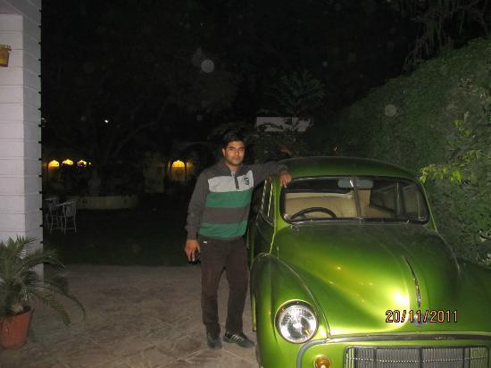 Hotel Anuraag Villa: vintage car