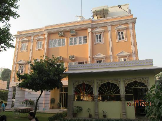 Hotel Anuraag Villa: hotel view