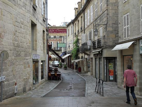 Hotel Le Quercy : Local street