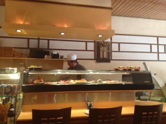 Niji Express : le chef entrain de préparer les suchis