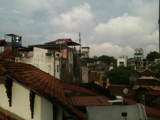 Joseph's Hang Da Hotel: View from the 3rd floor bedroom (back of hotel)