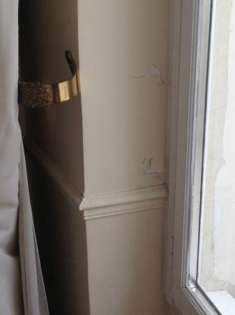 Hotel de l'Academie: well kept walls!!