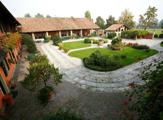 Robecco sul Naviglio, Italien: cortile