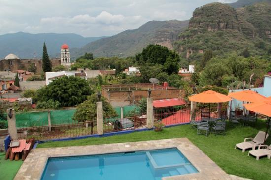 Malinalco, Messico: View from the shared balcony of the upper floor rooms.