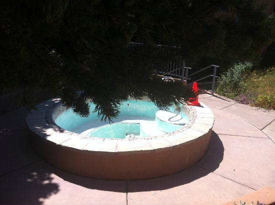 The Lodge at Santa Fe: There is no water in the hot tub