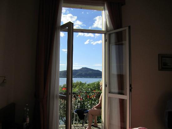 Hotel Villa Paradiso: from room to the lake
