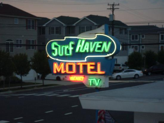 Surf Haven Motel: sign