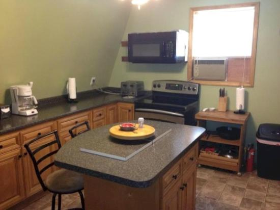 Lakeview Motel and Apartments : Lodge Eat-In Kitchen