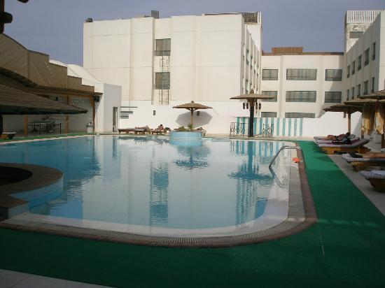 Amira Divers Inn: la piscine
