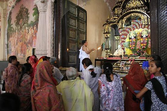 ISKCON Temple, Ahmedabad: Beutiful aarti at temple