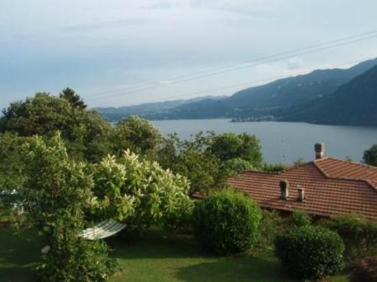 Pettenasco, Italia: Blick von der Terrasse