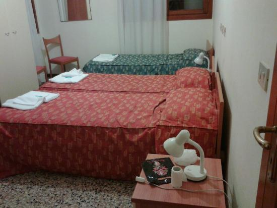 Bed & Venice : Corner quad room (sleeps 4)