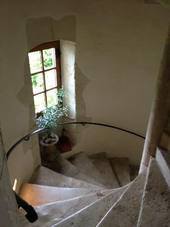 Maison Dovalle: limestone stairwell