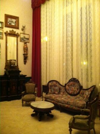 The Horton Grand Hotel: view of sitting area near lobby