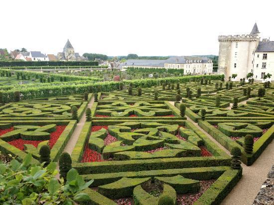 Maison Dovalle: Visit Villandry's gardens