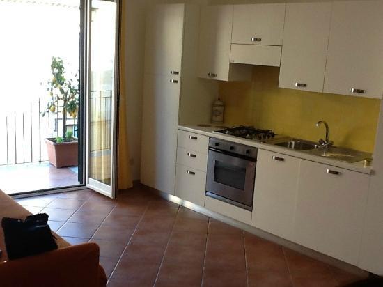 Residence degli Agrumi: Kitchen area