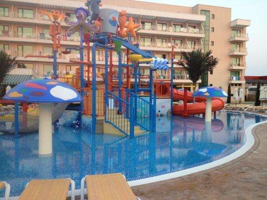DIT Evrika Beach Club Hotel : kids pool