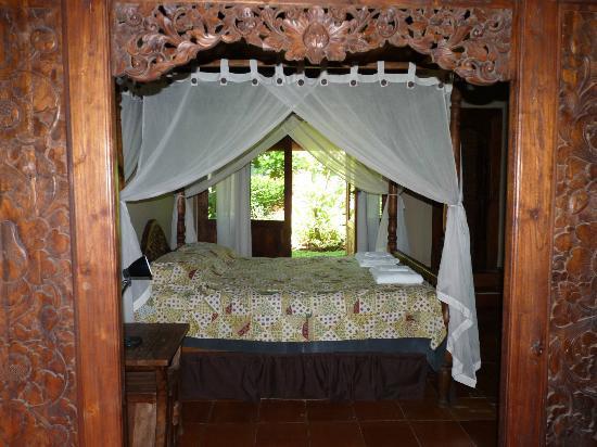 Lovina Beach Houses: chambre à la décoration raffinée
