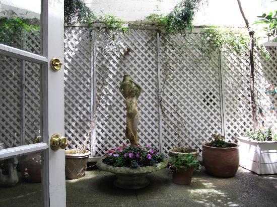 White Swan Inn: Courtyard