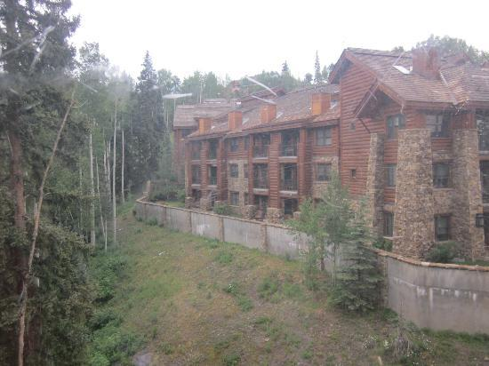 Mountain Lodge Telluride, A Noble House Resort: Creek-side from Prospect Creek building
