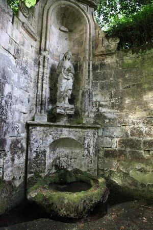 Chateau de la Riviere : Chateau garden + Lady Bath